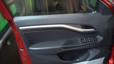 Автомобильная дверь